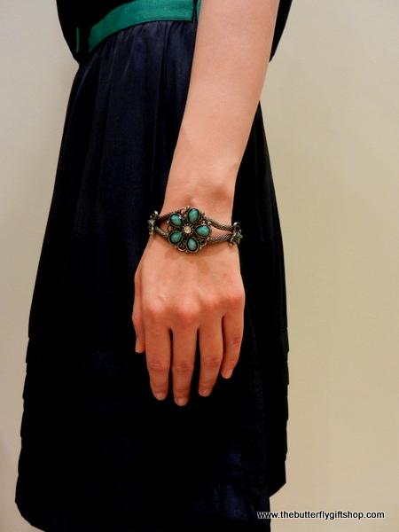 Vintage Bracelet with Flower Design in Turquoise