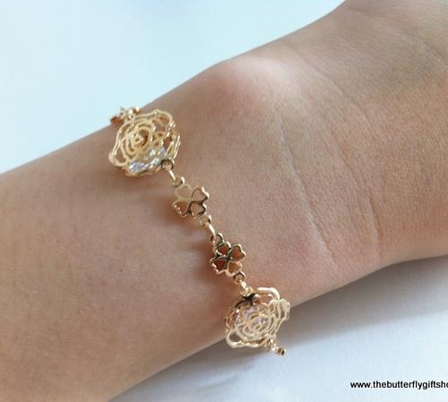 Sweet flower bracelet